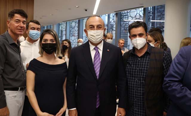 Bakan Çavuşoğlu, New York'ta Türk vatandaşlarıyla bir araya geldi