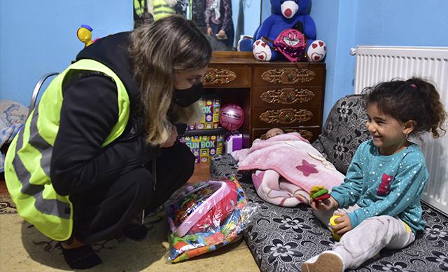 Tuzla Gönül Elleri Çarşısı'ndan Bozkurt'a kırtasiye desteği